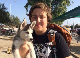 Refugiado sirio viaja con su mascota