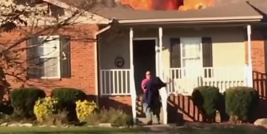 héroe anónimo salva a un perro de morir en un incendio