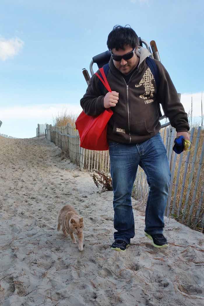Gato sale a pasear