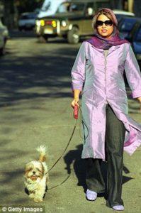 No puedes pasear a tu perro en Irán
