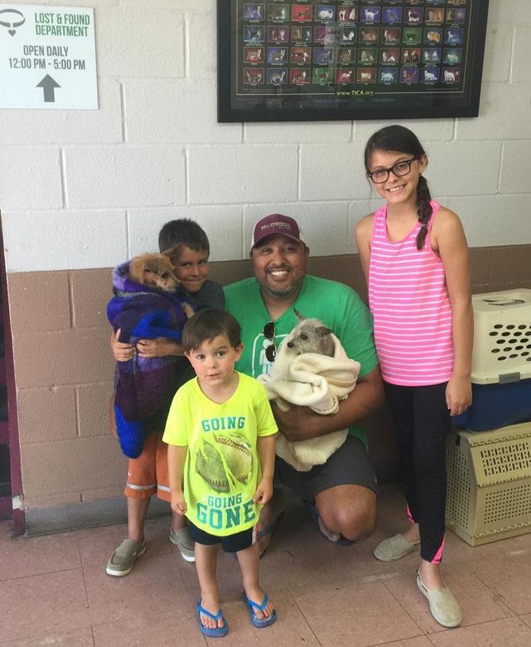 Corky, Captain y su familia
