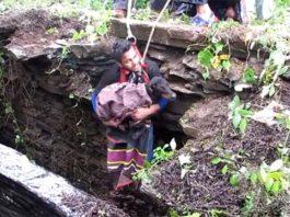 Perro llora desconsoladamente al ser rescatado del fondo de un pozo en la India