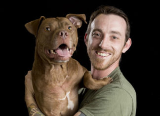 Ex paracaidista militar ha salvado a más de 250 perros que se encontraban al borde de la muerte