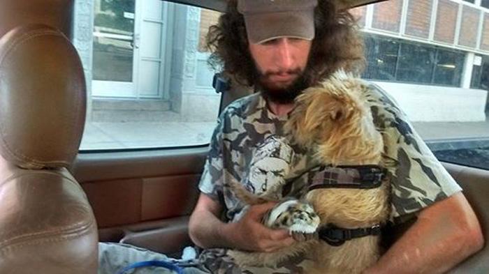 Este hombre ama a su perro