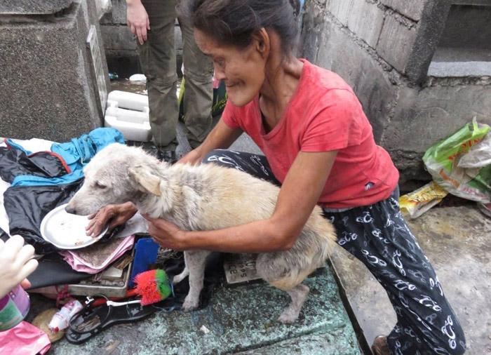 Mujer con un perro