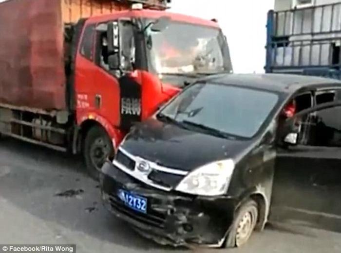 Choque camion y auto