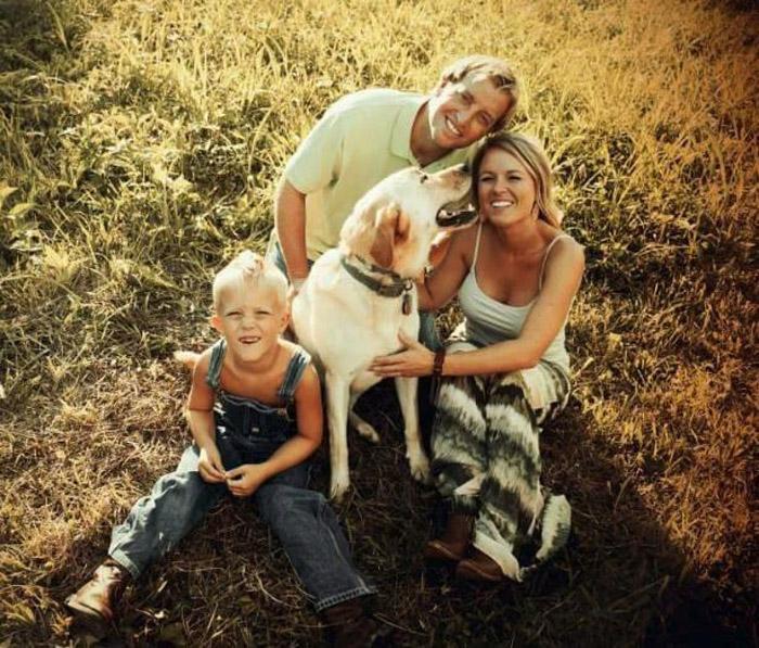 Dew y su familia