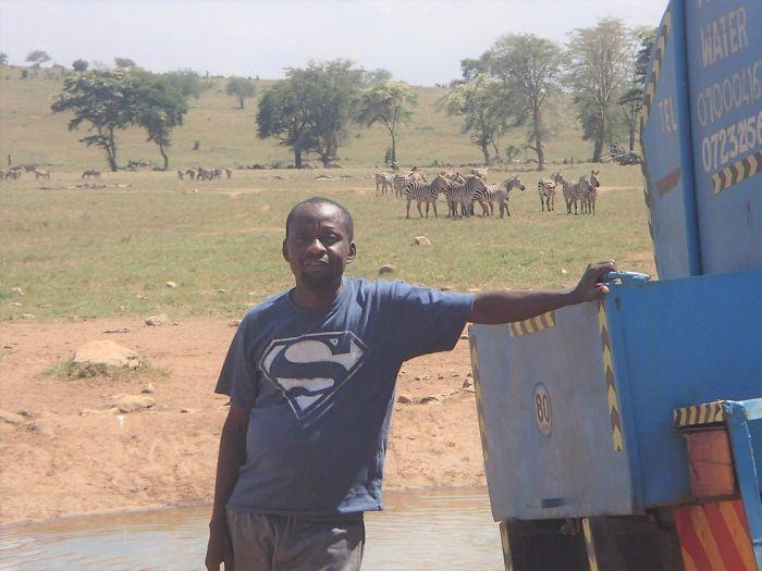 Este hombre ayuda a los animales salvajes