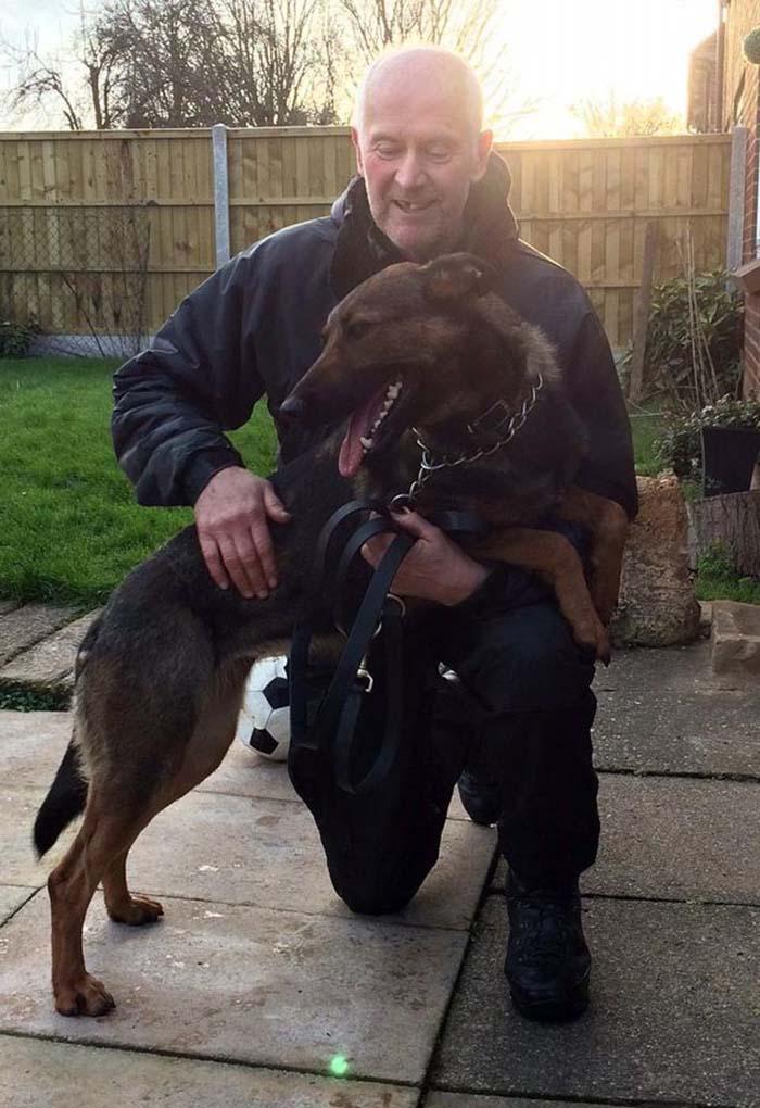 Policía no puede quedarse con su perro