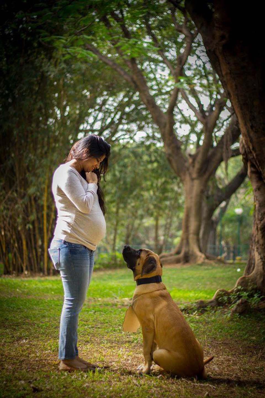 Sanjana y uno de sus perros