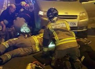 Bomberos y policías salvaron a este perro atrapado debajo de un vehículo