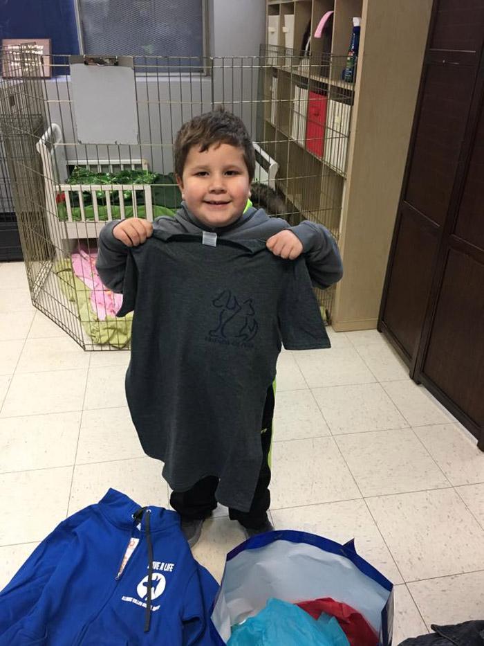 El pequeño se convirtió en un voluntario honorario