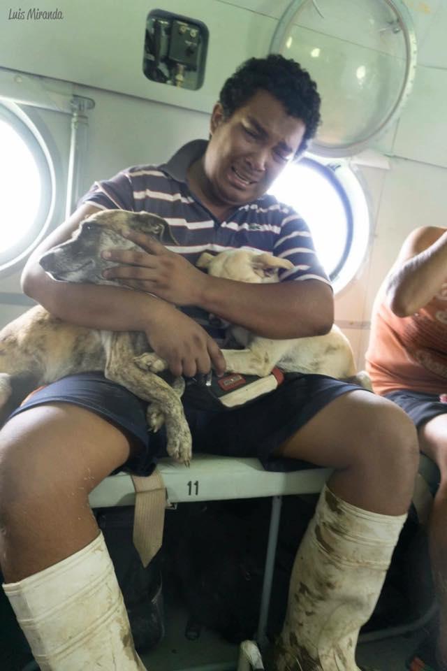 Franklin Zeña y sus perros