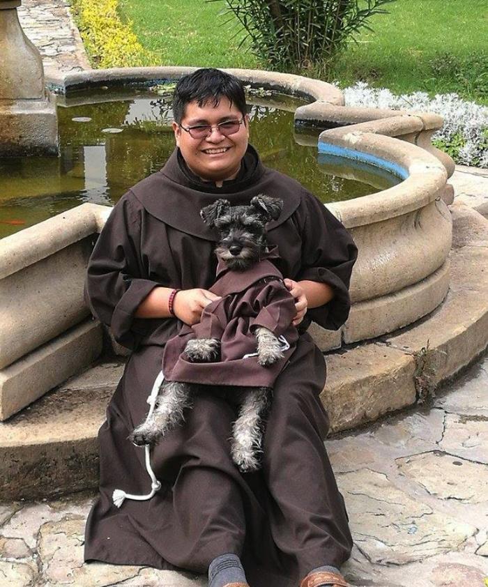 Todos los monjes le tienen un gran cariño a Fray Bigotón