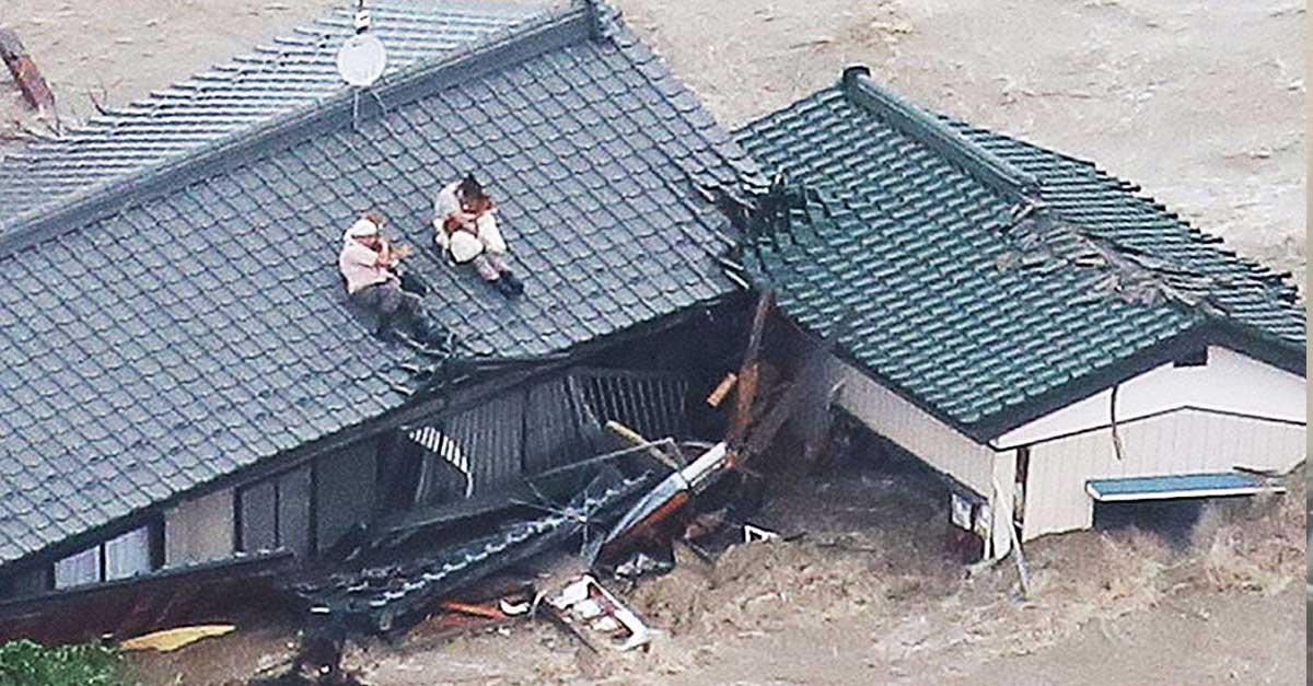 Pareja se negó a abandonar a sus perros en una terrible inundación