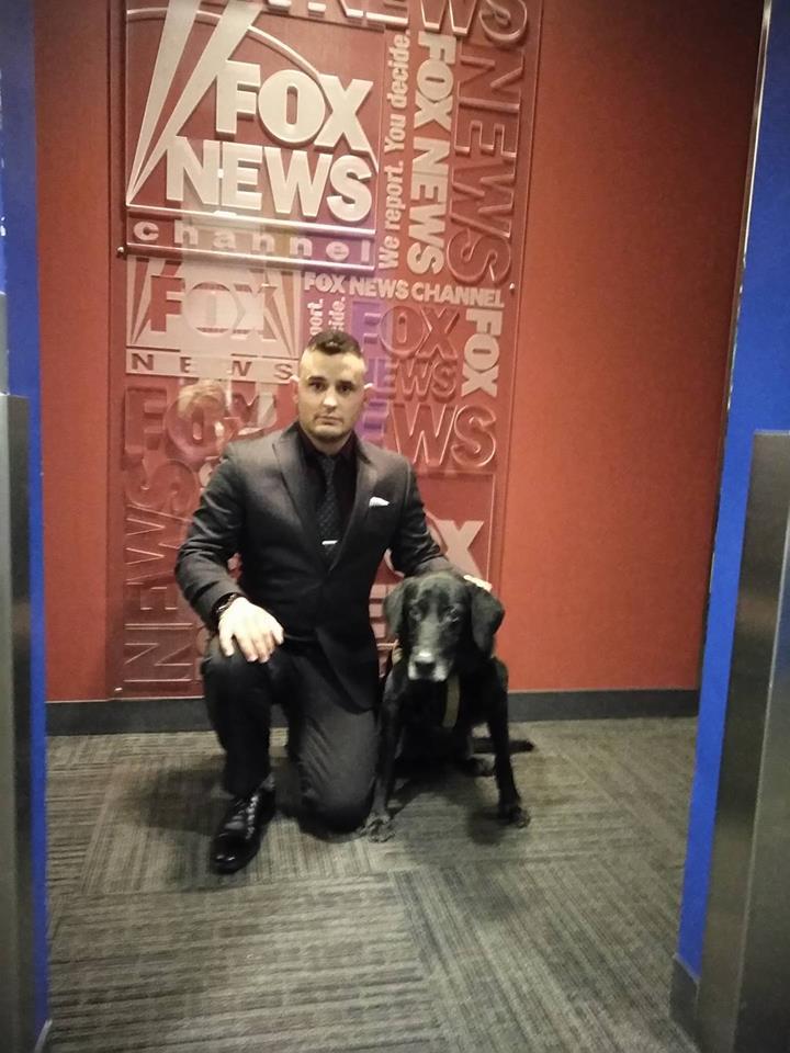 DeYoung y su perro