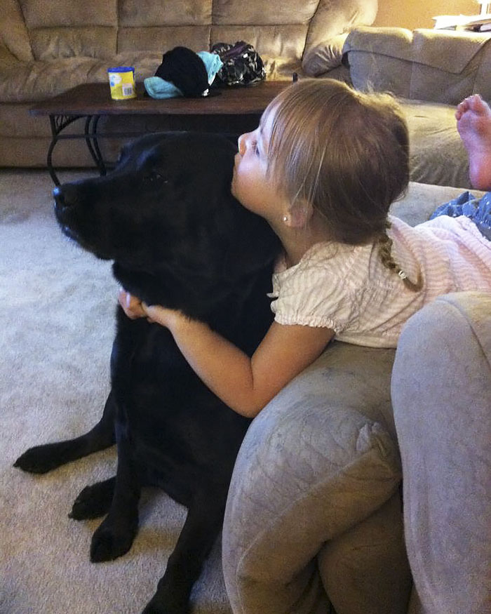Perro mejor amigo de niña