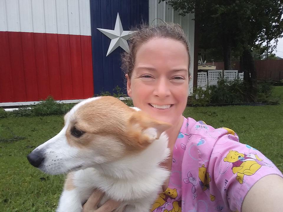 Betty rescata 21 perros del huracán