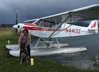 Mujer alquila avión para rescatar 300 animales del huracán María
