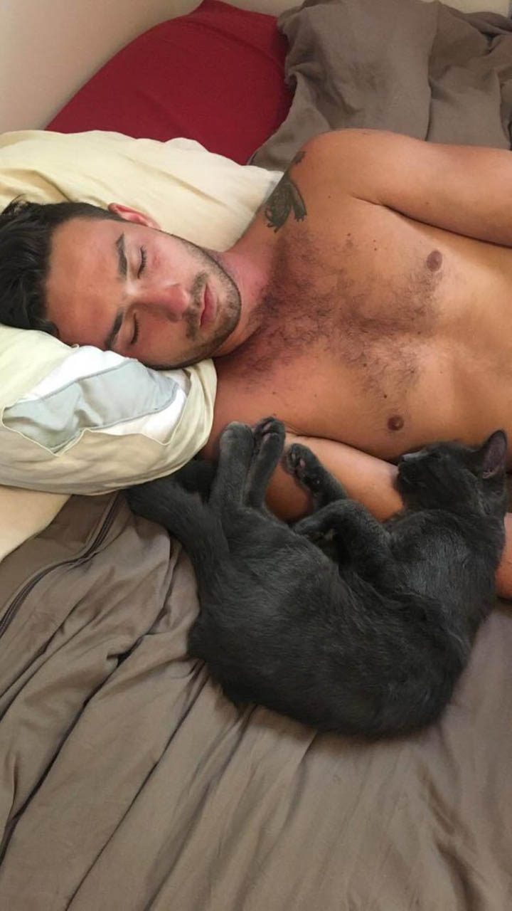 Hombre y gatito