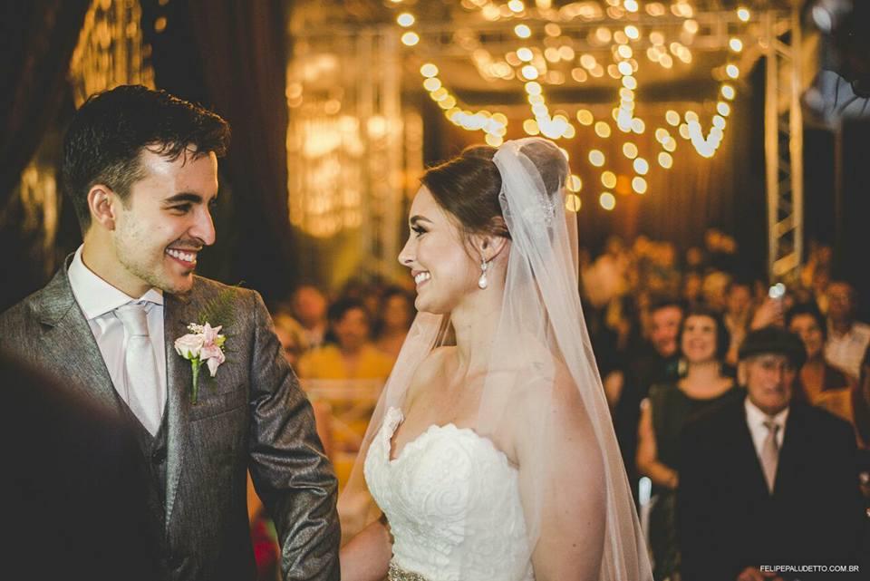 Pareja celebra boda