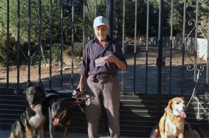 Santiago y sus perros