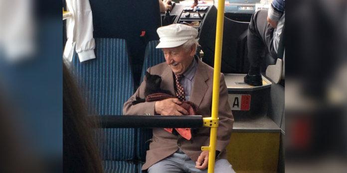 Foto de un abuelo y su gatito es lo más lindo que verás hoy