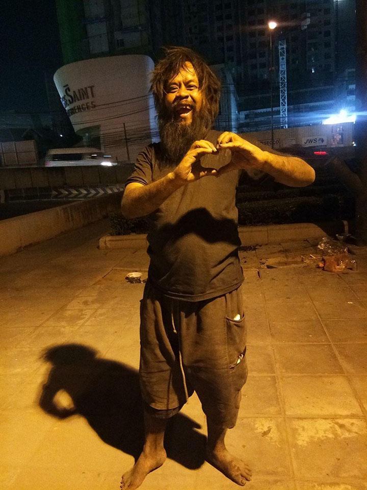 Hombre sin hogar en Tailandia