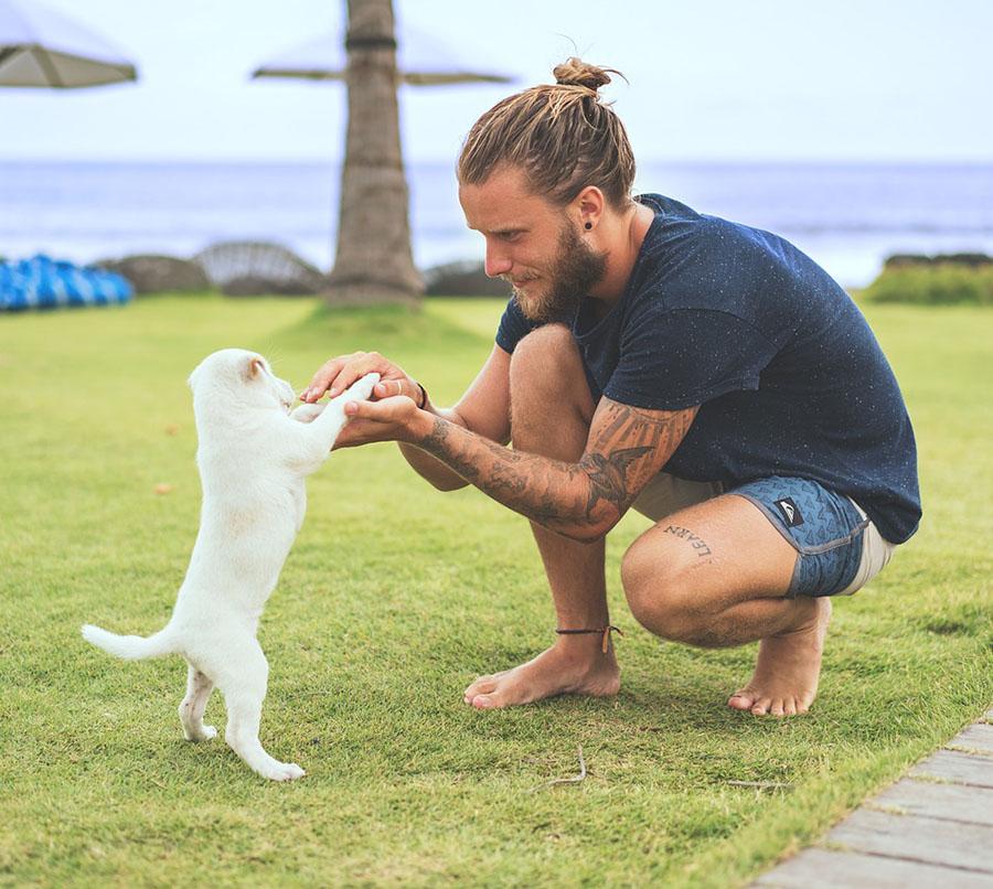 Hombre y cachorro
