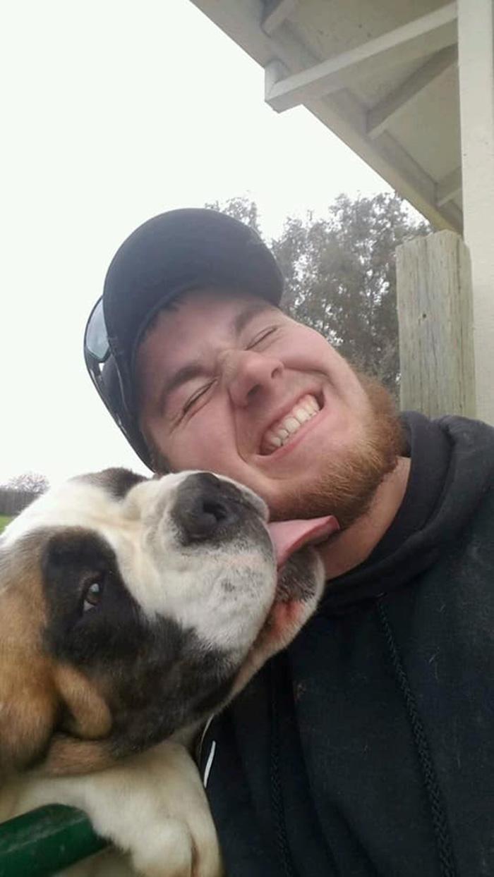 Kevin y su perrita