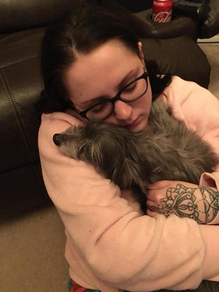 Nicole recupera a Chloe