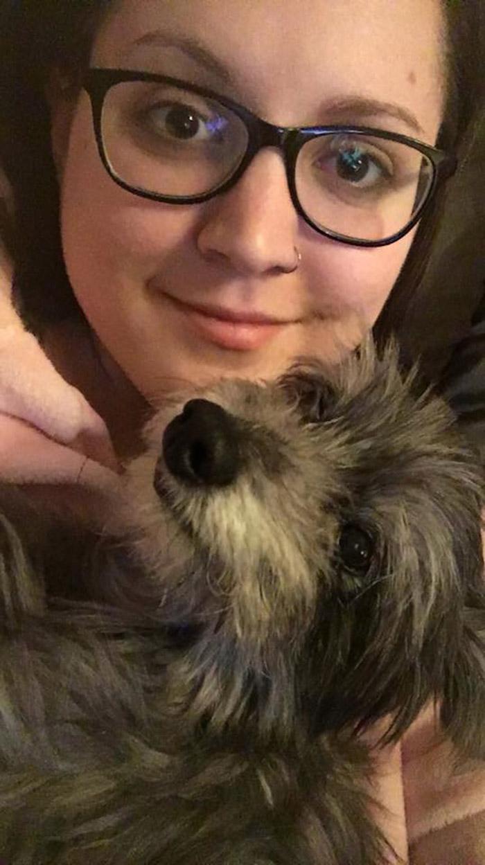 Nicole y su perrita