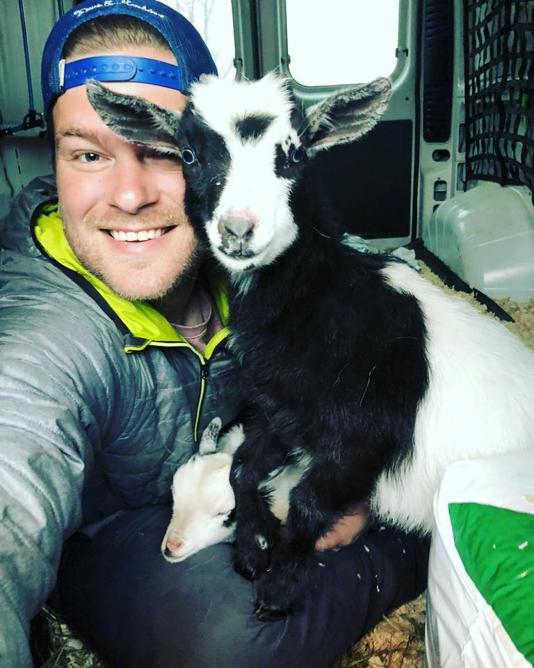 Derrick y una cabra