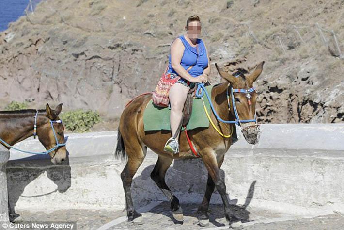 Turista obeso en Santorini
