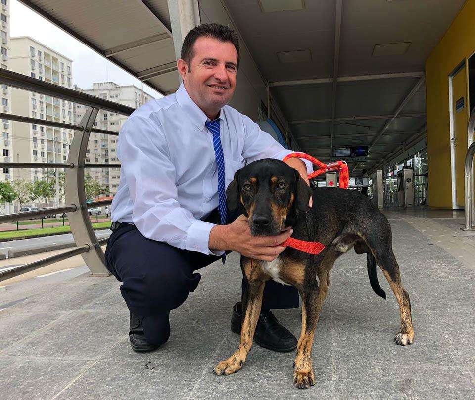 Silvio adopta al perrito que rescato