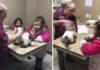 Veterinario atiende a gato de peluche de niña autista