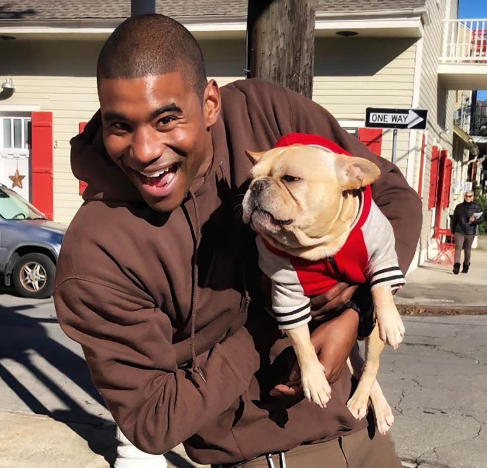 Jay y perrito llamado Charlie