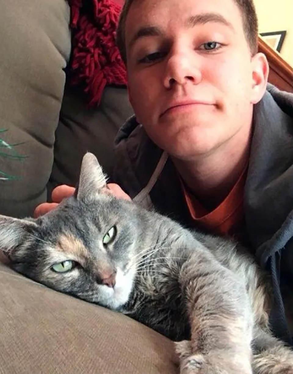 Chico y su adorada gata