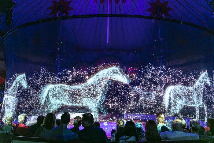 Circo usa hologramas