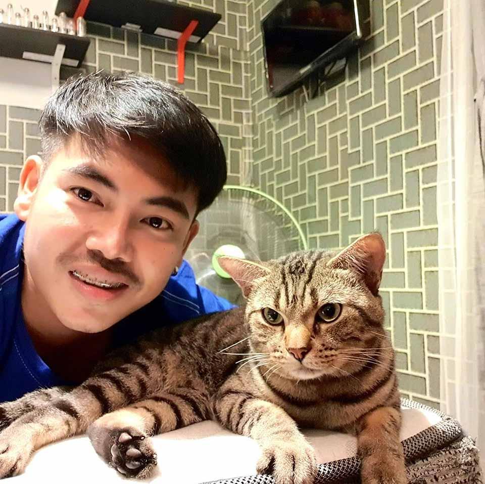 Gatito y su padre humano