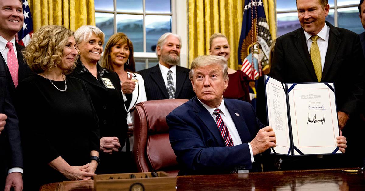 Presidente Trump firma proyecto de ley que castiga el maltrato animal