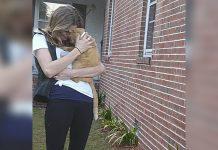 Gato salta a los brazos de mama después de estar 536 días perdido