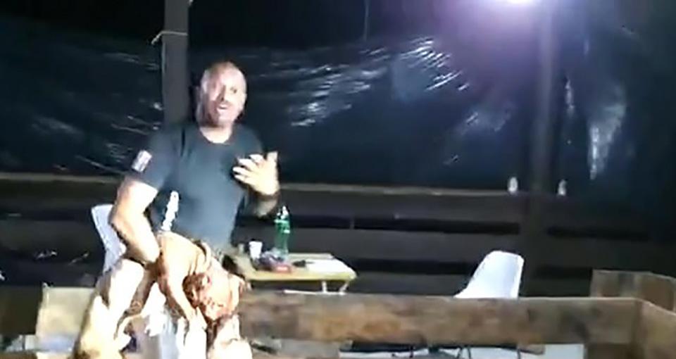 Hombre es descubierto con perros para peleas