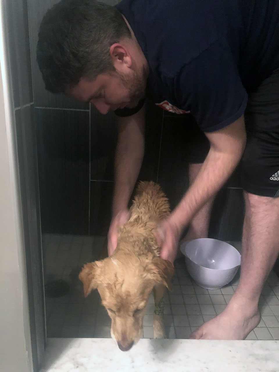 Suzy recibe un baño