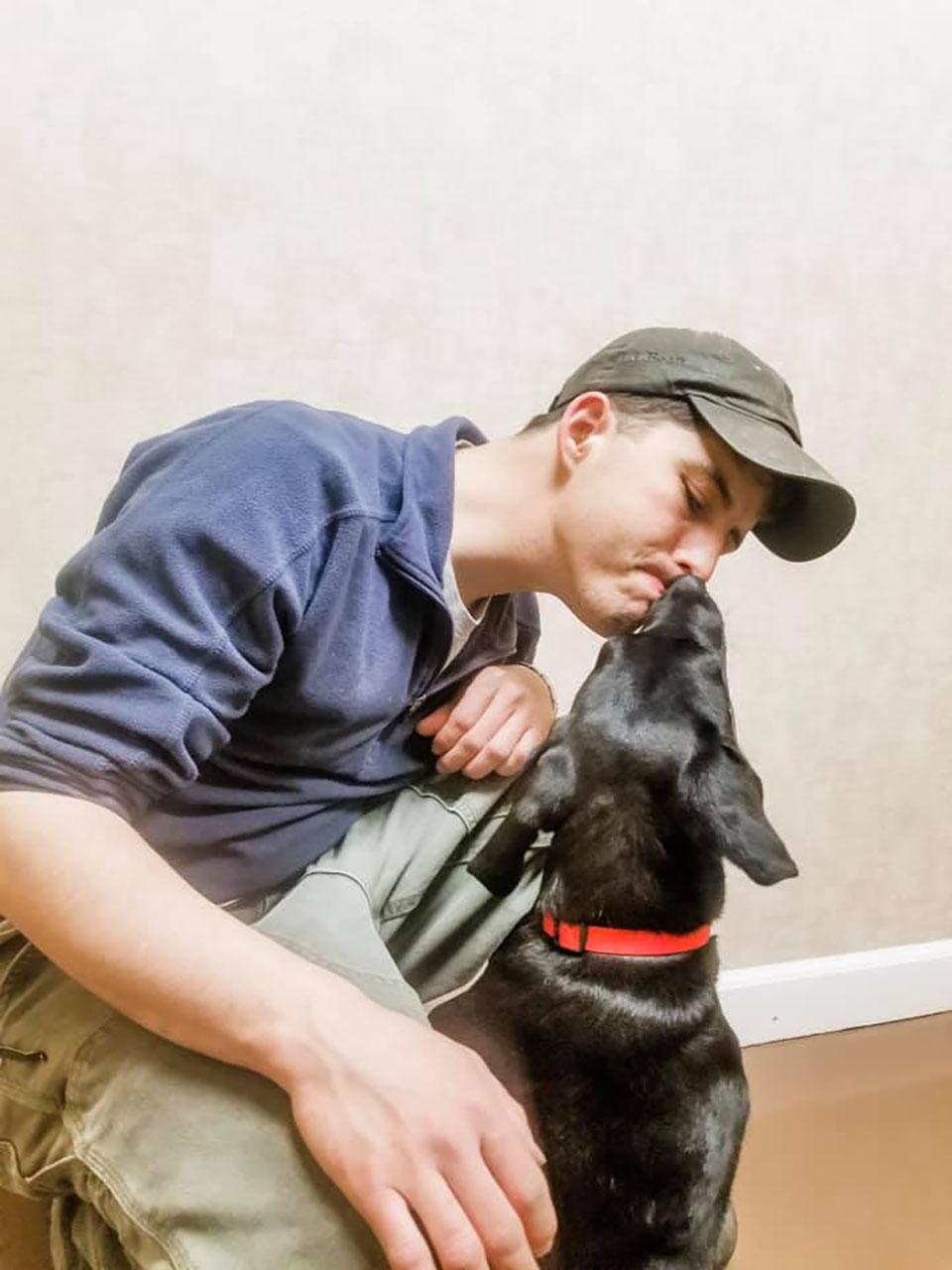 Perrito y su adoptante son sordos