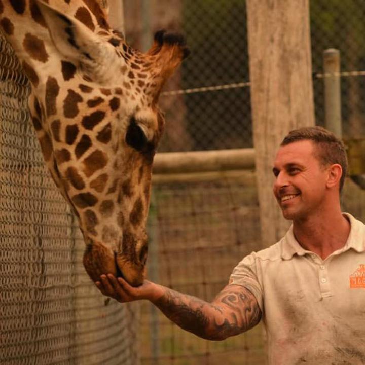 Chad y su hermano jirafa