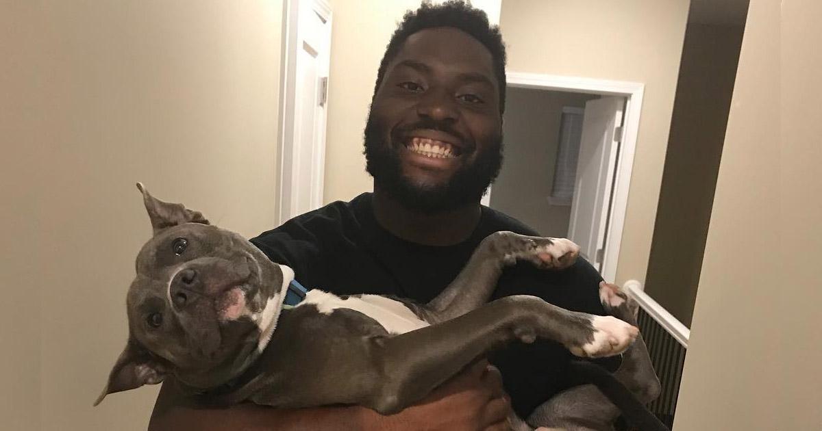 Ganador del super bowl celebra patrocinando gastos de adopcion de perros en un refugio