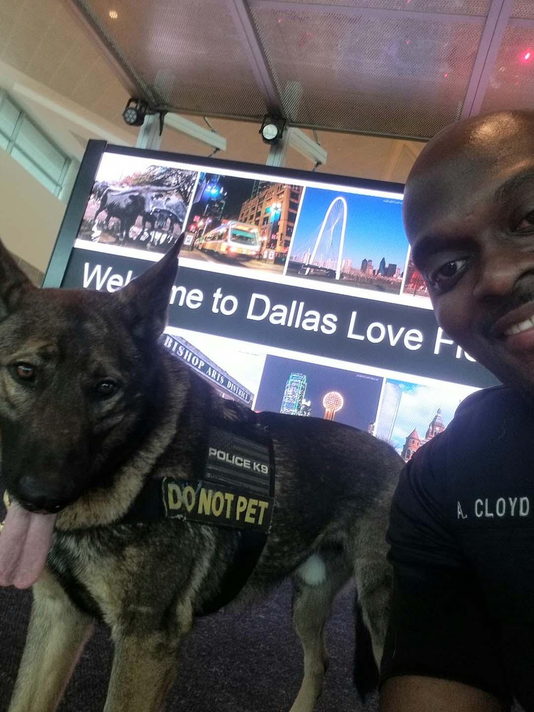 Perro de servicio y policía se sacan una adorable selfie