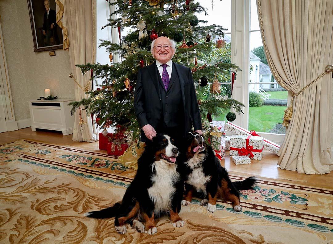 Presidente junto a sus perros