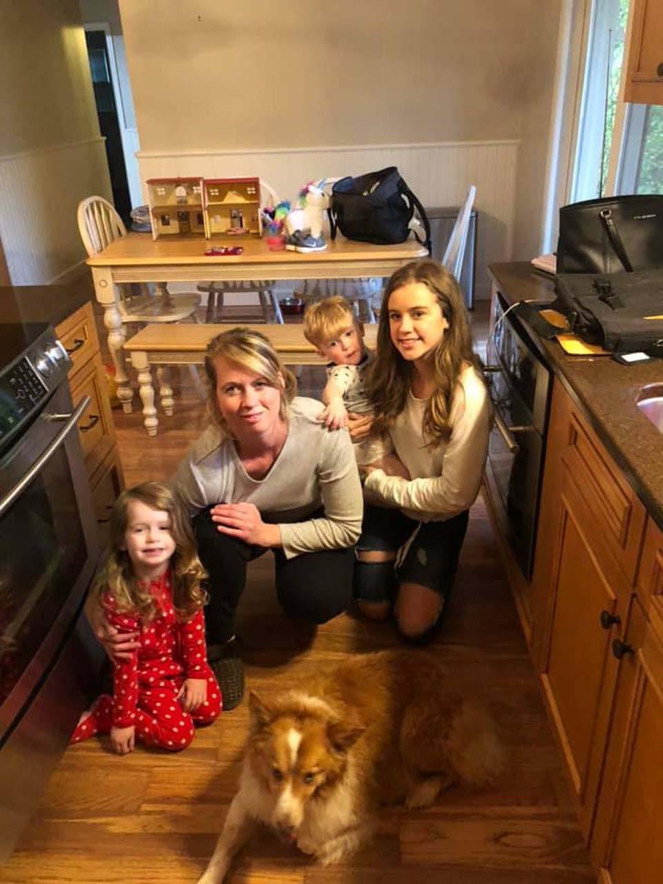 Perrita se reúne con su familia